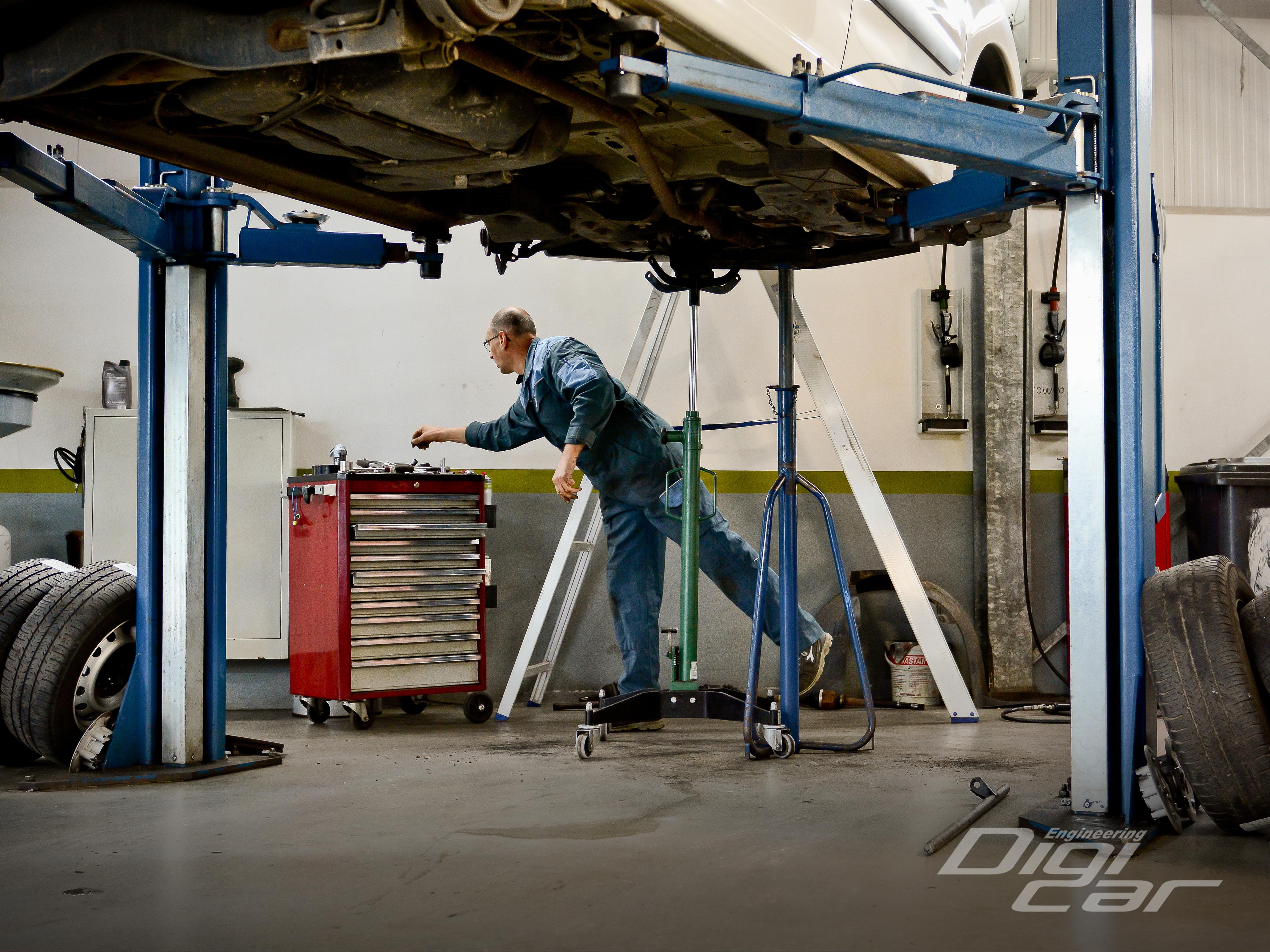 Autobedrijf-Gert-Pater-Werkplaats-montage-2.jpg